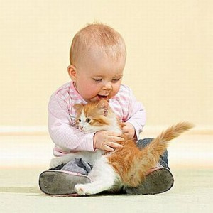 Childrens-Looks-Cute-With-Their-Pets-017